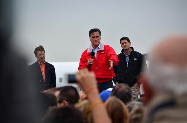 Mitt Romney med Rand Paul og visepresidentkandidaten Paul Ryan i bakgrunnen. Dayton, Ohio, 25. september 2012. Foto: Are Tågvold Flaten, AmerikanskPolitikk.no.