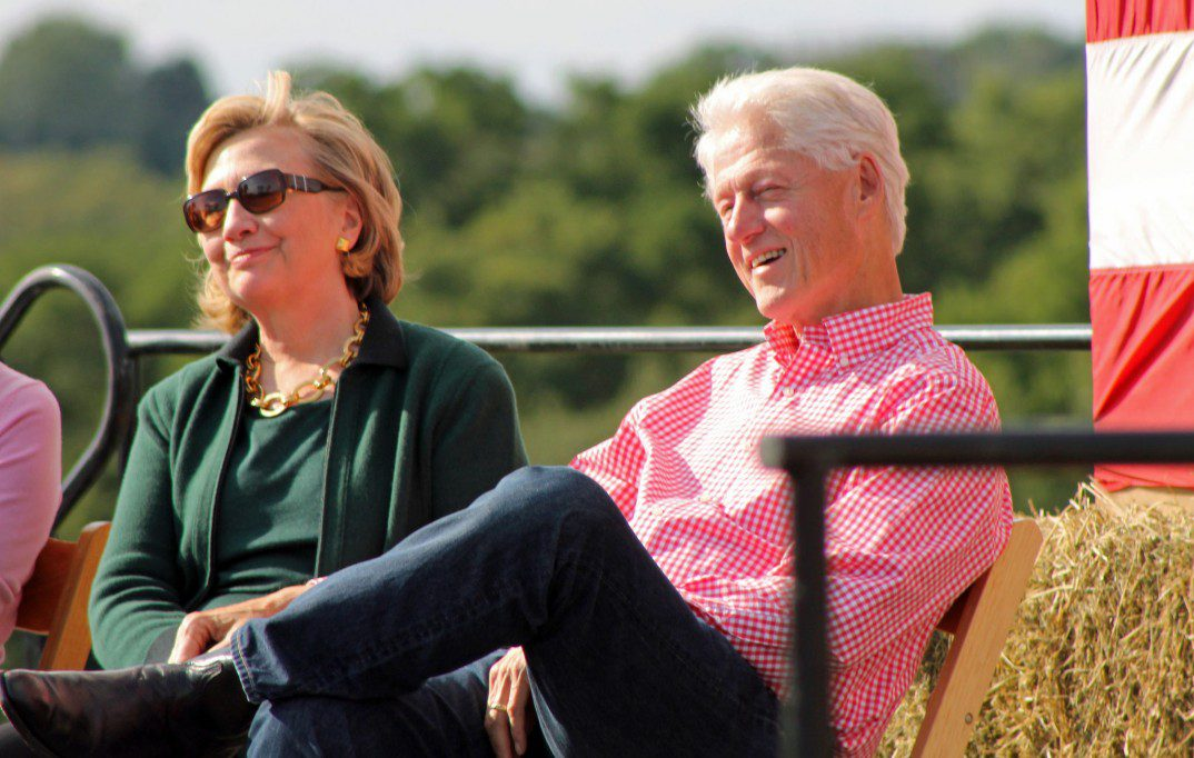 Hillary og Bill Clinton i Iowa i september. Foto: Karen Murphy.