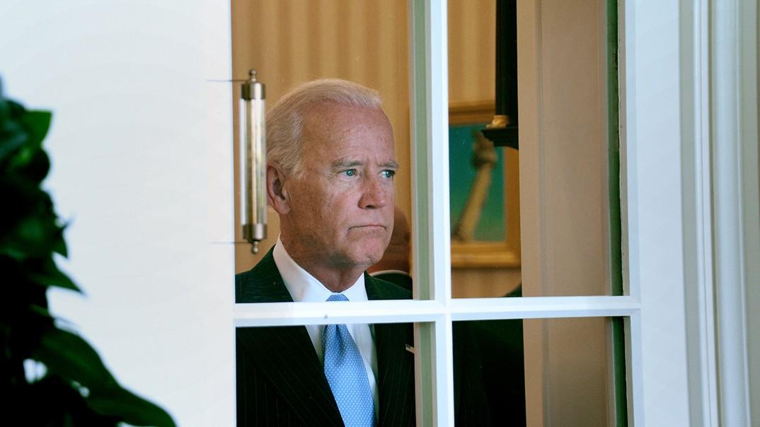 """""""Hvis Hillary snubler, og jeg taler i begravelsen..."""" Visepresident Joe Biden har ikke lagt skjul på at han er interessert i et nytt presidentkandidatur, men Hillary Clinton står i veien."""
