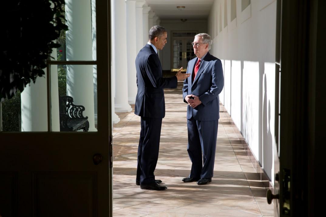 President Barack Obama og den nye majoritetslederen i Senatet, Mitch McConnell (R-Kentucky). Foto: Pete Souza, Det hvite hus.